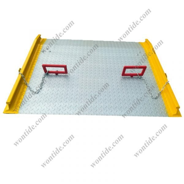 Steel Dock Board with Chains Handles and Safety Curbs