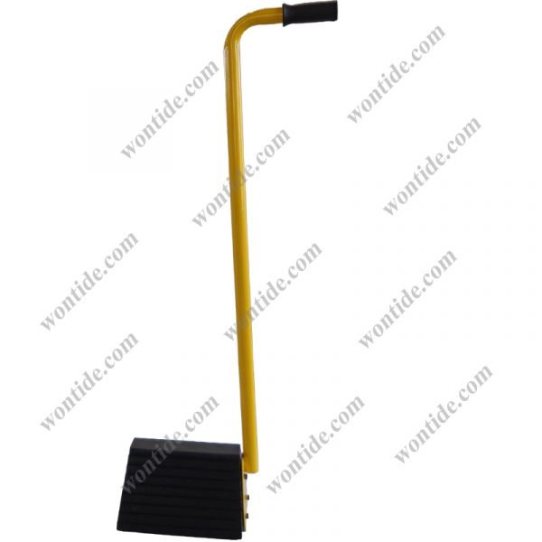 molded rubber wheel chock with handle WTD-WCA003-1